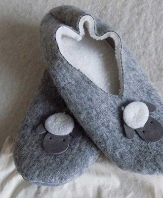 La porta dei parchi Pantofole in lana ADOTTA UNA PECORA